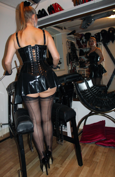 Rubber-corset-kings-cross-bdsm